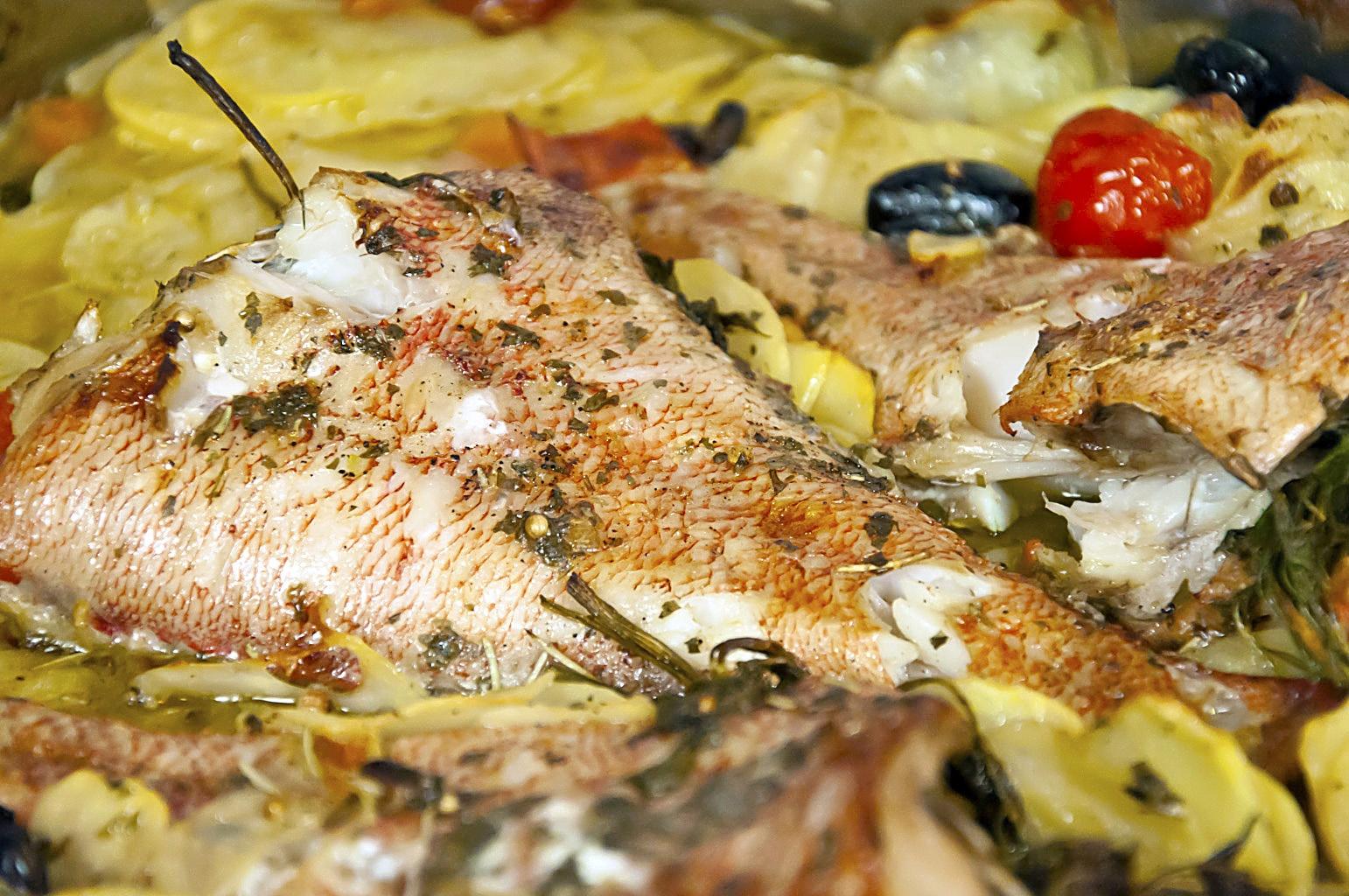 Как приготовить морского окуня в духовке