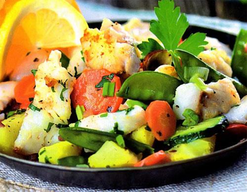 Салат из окуня с овощами