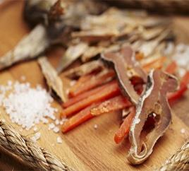 Рибні снеки: купити закуски до пива оптом від виробника